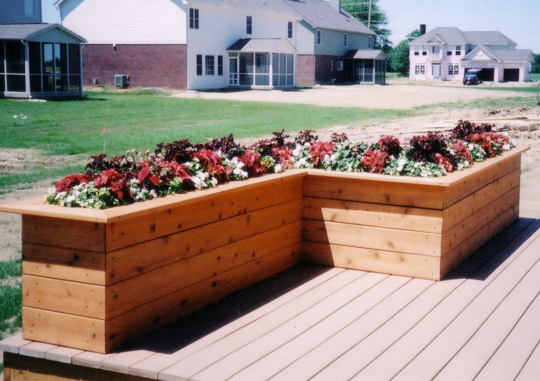 Could do l shaped bench planter box projects pinterest for Boxed garden designs